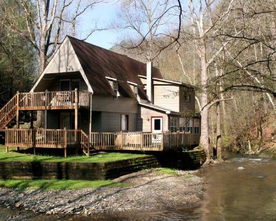 Brook Trout Chalet, 2 Bedrooms, Sleeps 9, On the Water - Pittman Center