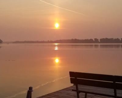 """Pier""adise on Long Lake - Lakefront Home - Portage"