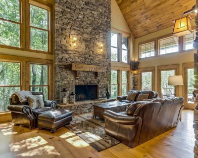 Dog-Friendly Mountain Cabin w/Shared Pool, Views, WiFi, Patio - Walk to the Lake - Big Canoe