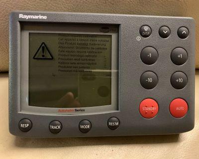 FOR SALE Brand New Raymarine ST7002 Autopilot Control Head. NOS