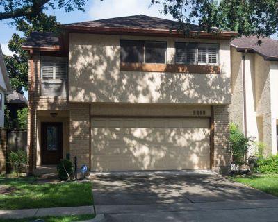 5608 Saint Paul Street Bellaire Texas 77401