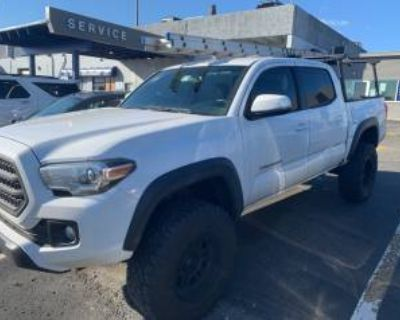 2017 Toyota Tacoma SR5 Double Cab 5' Bed V6 4WD Automatic