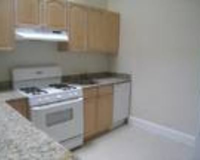 This great 2 bed, 1 bath sunny apartment is located in the Kenmore area on Bay