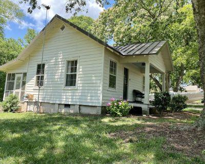 Charming Cottage on Historic Property - Aylett