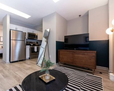 Abode | Vue at 3rd | 1-Bedroom Loft Style Suite - Downtown Louisville