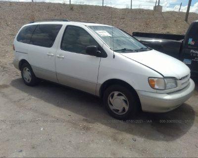 Salvage White 1998 Toyota Sienna