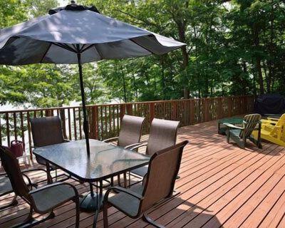 Beautiful. comfortable cottage, amazing Lake views. Family friendly. Huge deck. - Muskoka Lakes
