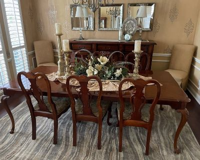 SOLID CHERRY DINING ROOM TABLE & 6 CHAIRS