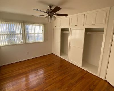 Private room with shared bathroom - Los Angeles , CA 90035