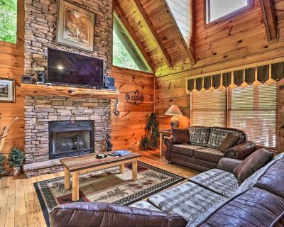 NEW! Picturesque Pigeon Forge Getaway w/ Hot Tub! - Pigeon Forge