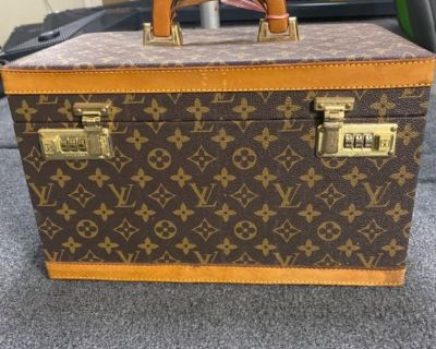 Vintage Louis Vuitton makeup case