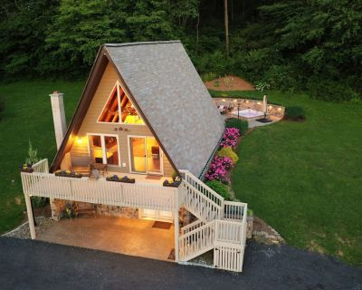 Romantic Getaway in nearly 10 Private Wooded Acres on Texter Mountain w/ hot tub - Robesonia
