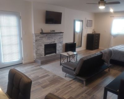 """Stylish And Contemporary """"Casa Particular"""" Unit Ready For Your Enjoyment - Desert Hot Springs"""