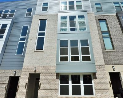 Almost New 2 Level Condo in Metropark at Arrowbrook!