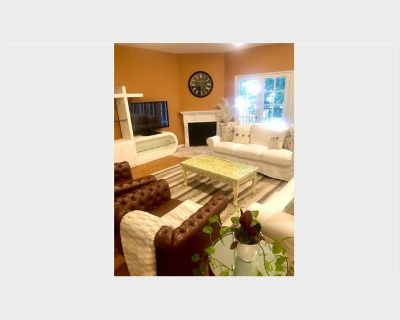 Room for rent in South Bentley Avenue, Westwood - HUGE 2 Bedroom Close to UCLA. ROOMMATE WANTED! Private Room/Bath 1750/month (includes electric/gas/w