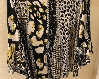 Women s Top with cute sleeves - size 2X