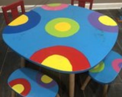 Kid s Art Table, 2x chairs and 2x stools