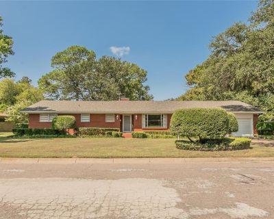4701 E Holiday Ln, North Richland Hills, TX 76180