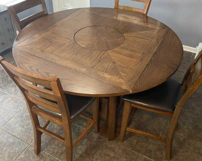 Sturdy kitchen table with lazy Susan!