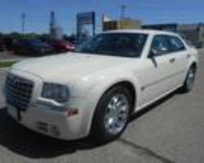 2006 Chrysler 300 White, 124K miles