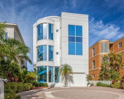 Contemporary Beachfront 3-Bedroom Home w/Pool & Hot Tub - Bonita Springs