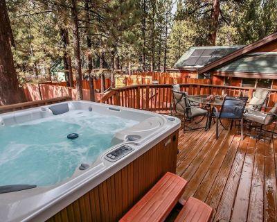Timber Wolf Den Ultra Modern Central Log Cabin / Hot Tub / Walk To Lake - Big Bear Lake