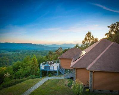 Mountaintop Luxury Retreat- Breathtaking views - Reems Creek