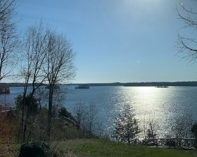 Summer Getaway with lake view and access on the upper Rideau - Rideau Lakes