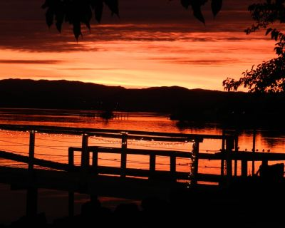 """Beautiful Lakefront Home with views. """"AUGUST SPECIAL (Book 6 get 7th night free) - Nice"""