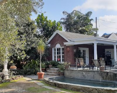 Quiet Garden Retreat Downtown Orlando - Private Apartment, Shared Pool and Patio - Lake Eola Heights