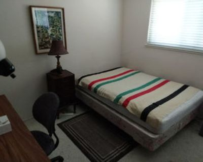 Mountain View Private Room, New Hardwood Floors & Freshly Painted Room