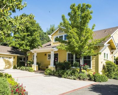 Ideal Location for Visiting Sonoma and Napa Counties - Three En-Suite Bedrooms - Sonoma