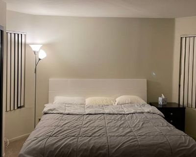 Private room with own bathroom - Glendale , CA 91203