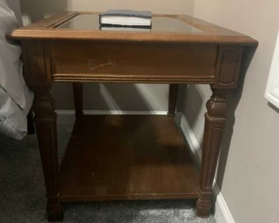 (2) bed side tables or end tables, Needs TLC