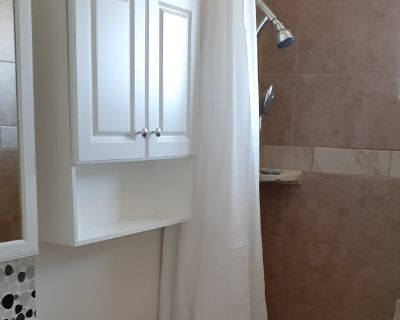 Private room with shared bathroom - Yucca Valley , CA 92284