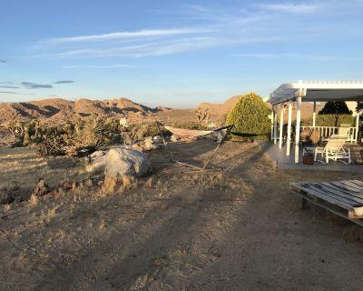 COYOTE CREEK RETREAT - Rural Epic Monument Views Stargazing Jacuzzi Vintage LPs - Joshua Tree