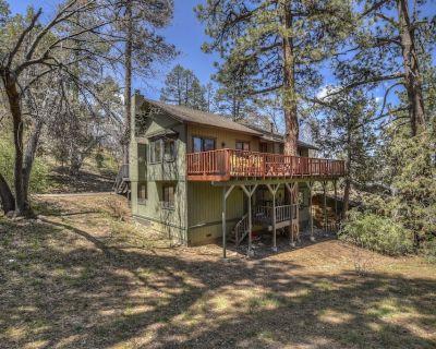 Lazy Bear Lodge: Affordable! Near Slopes! Pool Table! BBQ! Wood Burning Fireplace! - Upper Moonridge