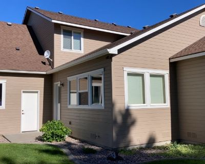 Private room with shared bathroom - Pasco , WA 99301