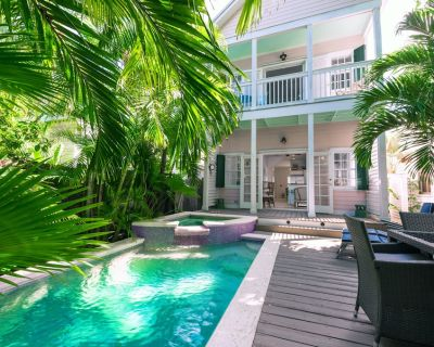 ~ THE PINK HOUSE ~ Private Pool & Parking! Walk to Restaurants, Bars, Beach! - Bahama Village