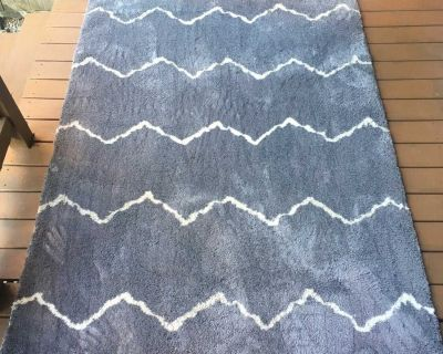 Gray/White Soft Microfiber Rug 5.2 x 7.5 - Excellent Condition