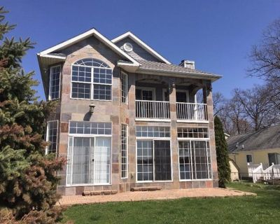 Gorgeous Water Front Retreat On Chain Of Lakes With Private Boat Launch! - Grass Lake Charter Township