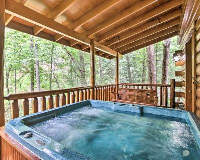 Romantic Pigeon Forge Log Cabin w/ Hot Tub! - Pigeon Forge