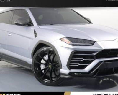 2020 Lamborghini Urus Standard