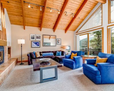 Townhome near Shuttle & Deer Valley w/ Private Hot Tub, Decks, Fireplace & AC - Park City