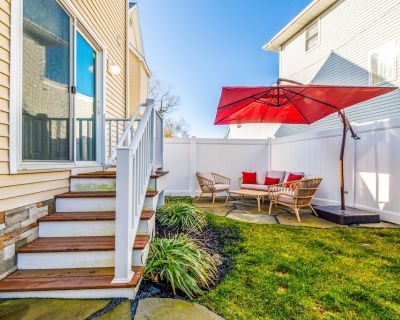 Dog-Friendly Townhouse w/Central A/C, Private W/D, Free WiFi - Near the Ocean - Ocean City