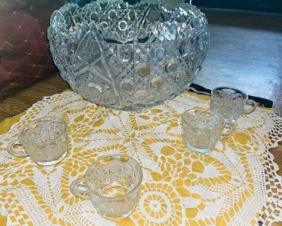 Vintage L E Smith daisy and button punch bowl
