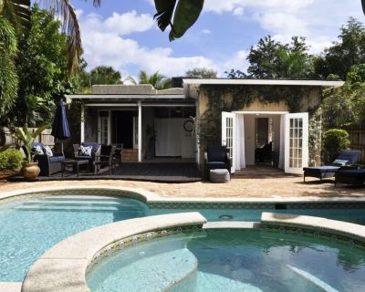 3/2 private home w/ heated pool & hot tub, less than 1 mile from beach - Parrot Cove