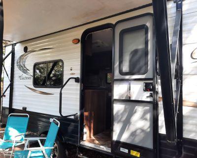 17'coachman clipper travel trailer - College Park
