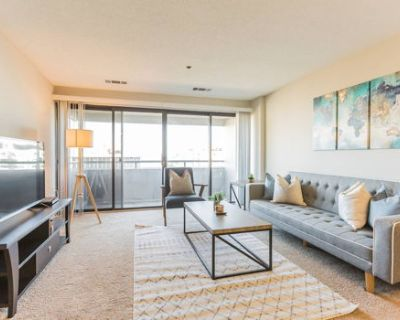 Beautiful 1-Bedroom Flat + Gym + Pool at Trinity Guest Suites