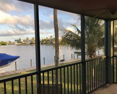 Waterfront Townhouse - End unit with boat slip! - Bokeelia